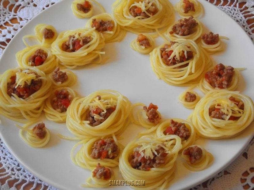 Спагеті болоньєзе або паста по-болонськи