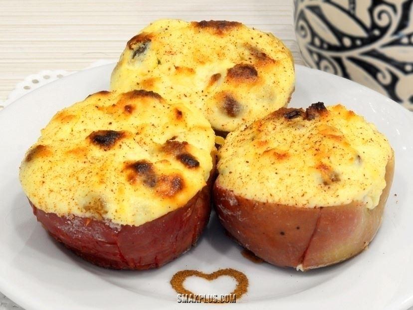 Сирна запіканка на яблуках – запечені яблука з сиром